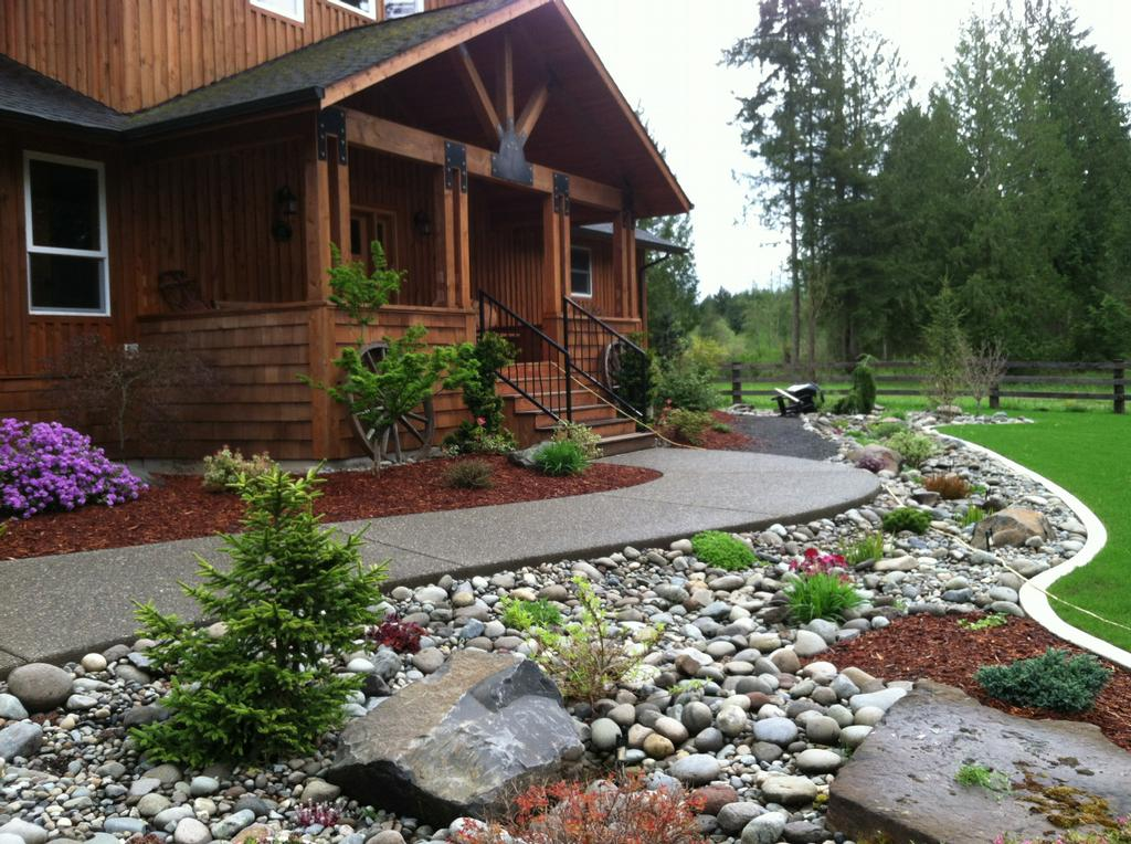 Spring Landscaping for your Home with Stone or Rock - Landscaping Your Home's Lawn With Stone Or Rock As A Design Element
